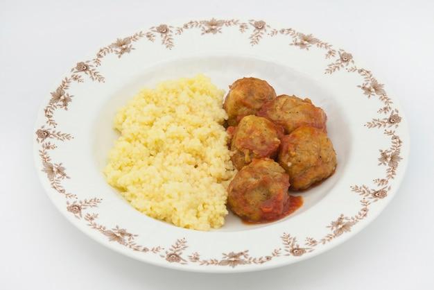 Gehaktballen met typisch marokkaanse couscous