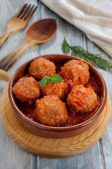 Gehaktballetjes met tomaat