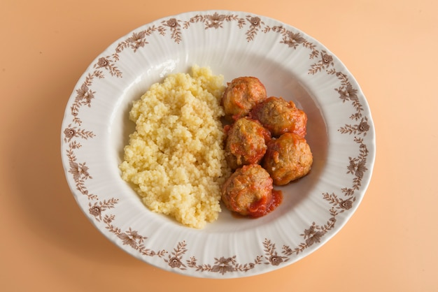 Gehaktballetjes met typische marokkaanse couscous