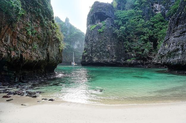 Geheime lagune op het eiland phi phi-eiland, thailand