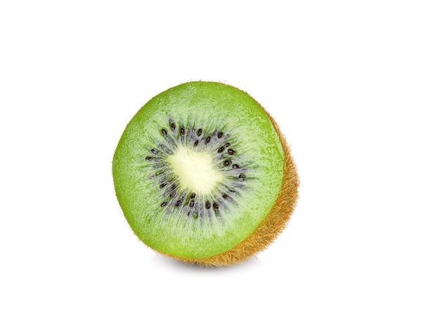 Geïsoleerd gesneden kiwifruit