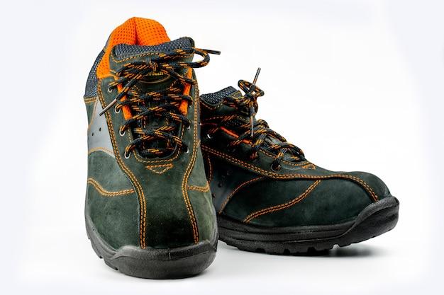 Geïsoleerd paar zwarte schoenen van het veiligheidsleer