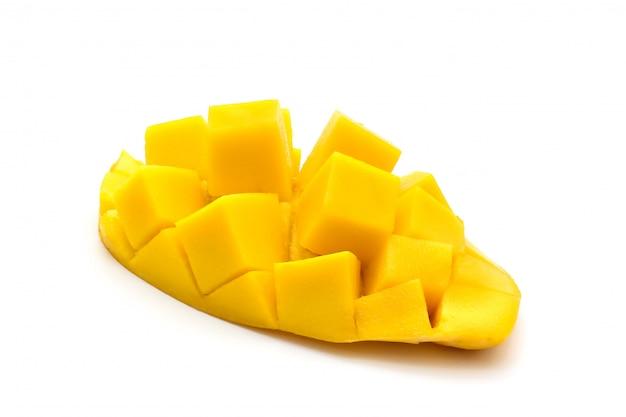 Geïsoleerd van snijd mooie gele mango