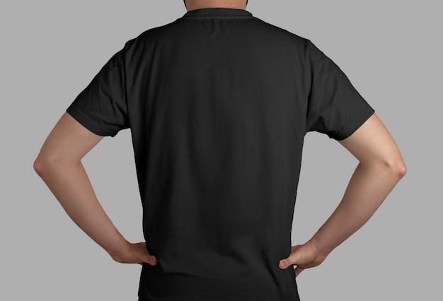 Geïsoleerd zwart t-shirt achteraanzicht
