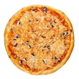 Geïsoleerde gebakken pizza met champignons op wit