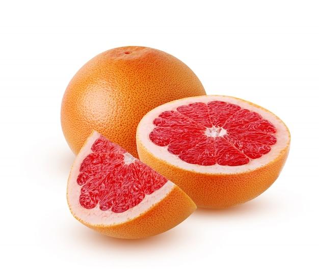 Geïsoleerde grapefruit. de vrucht van de grapefruit in zijn geheel en de helft
