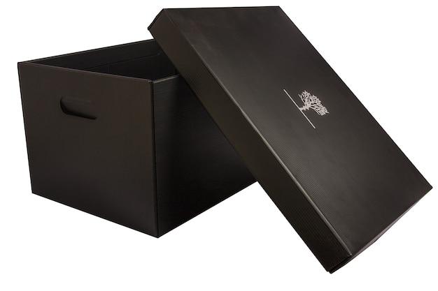 Geïsoleerde kartonnen doos voor groenten met witte achtergrond