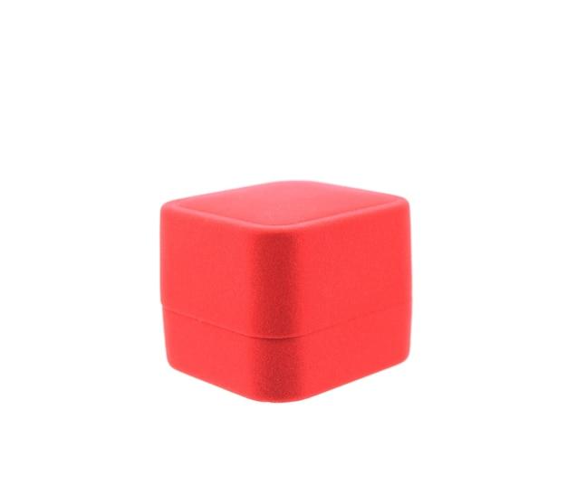 Geïsoleerde lege rode doos op witte achtergrond