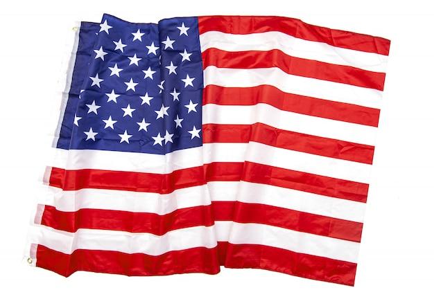 Geïsoleerde natuurlijke stof verfrommeld vlag van de verenigde staten, vod amerikaanse vlag bovenaanzicht