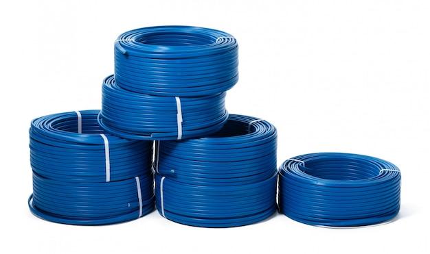 Geïsoleerde rollen van blauwe kabel