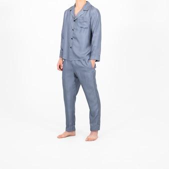 Geïsoleerde shot van een persoon die blauwe pyjama's draagt