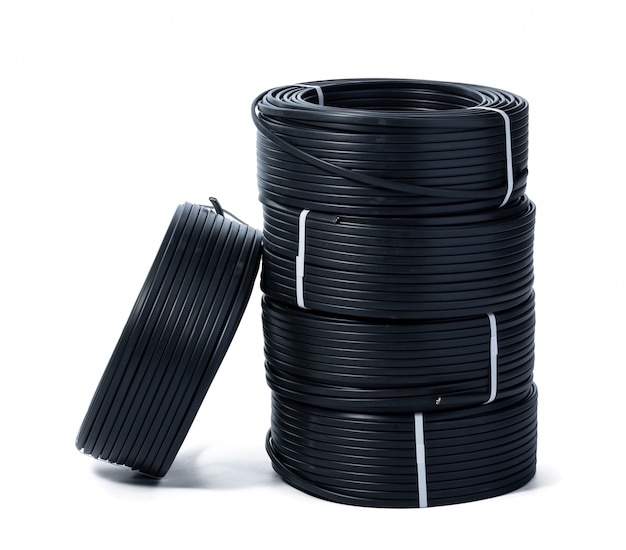 Geïsoleerde spoelen van zwarte kabel