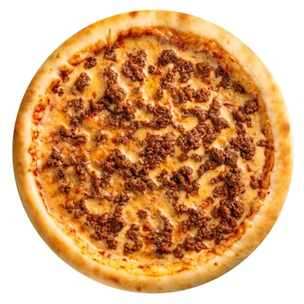 Geïsoleerde vers gebakken gehakt pizza op de witte achtergrond