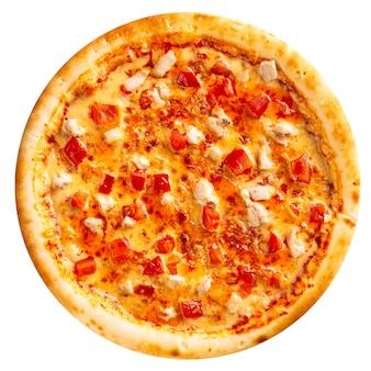 Geïsoleerde vers gebakken kippenpizza op de witte achtergrond