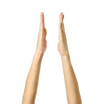 Geïsoleerde vrouwenhanden houden of meten