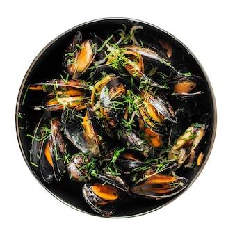 Geïsoleerde zwarte kom gekookte mosselen