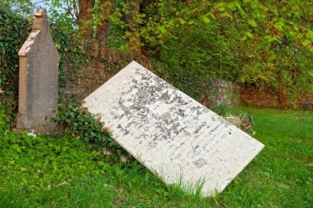 Gekanteld grafsteen hdr