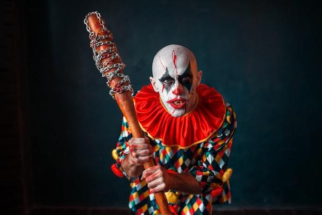 Gekke bloedige clown met honkbalknuppel