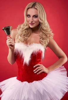 Geklede vrouw is santa's kleding