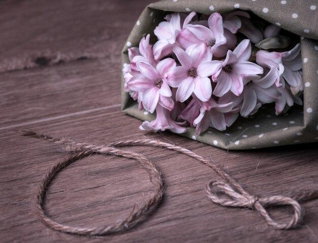 Gekleurd beeld op hyacintbloesem