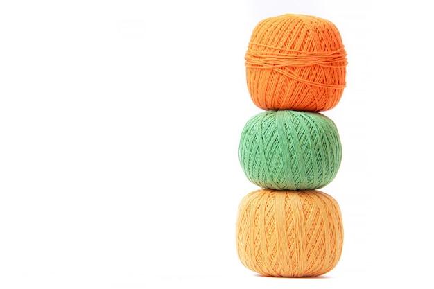 Gekleurde ballen van haakdraad