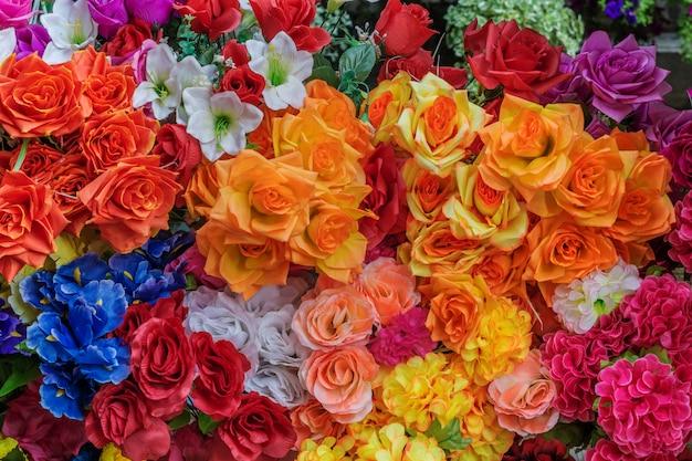 Gekleurde bloemen in een tuin