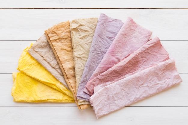 Gekleurde doekensamenstelling met natuurlijke pigmenten