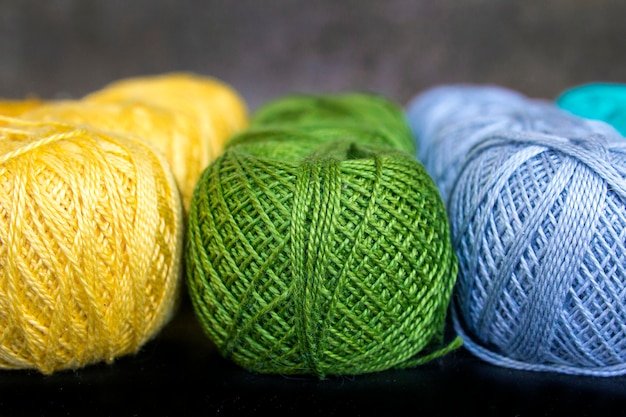 Gekleurde draden voor het breien van achtergrond
