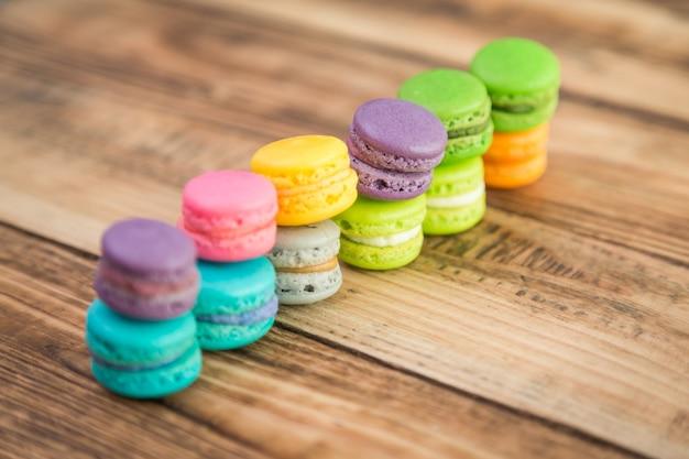 Gekleurde koekjes met het invullen van een rij