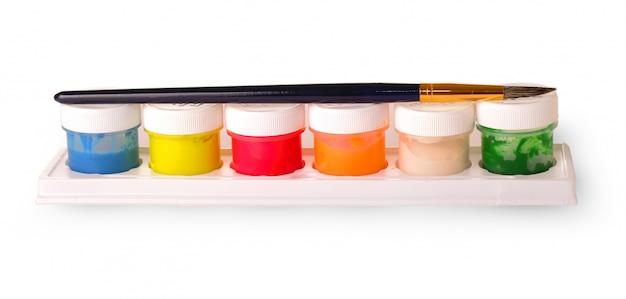 Gekleurde kwasten en een set verven om te schilderen