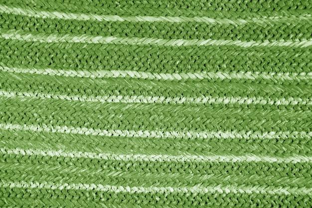 Gekleurde natuurlijke stro textuur achtergrond. rieten handtas van geweven stro. henneppatroon uit een tas. weefpatroon detail, grunge textuur. rieten ruwe stro achtergrond close-up