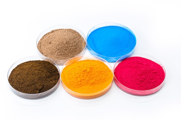 Gekleurde pigmenten, ijzeroxiden gebruikt als kleurstof, in oranje, blauw en roze