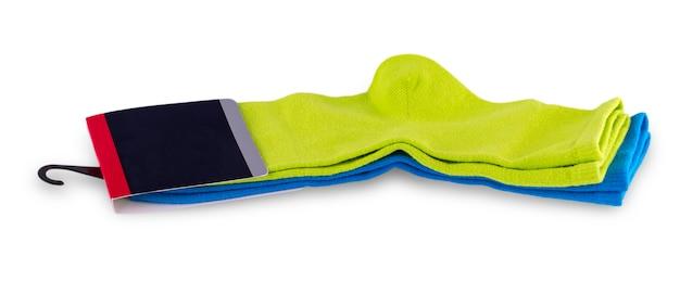 Gekleurde sokken met een label op wit