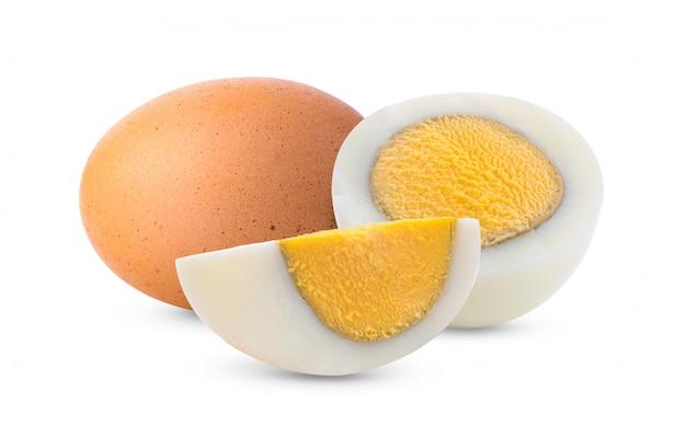 Gekookt ei dat op wit wordt geïsoleerd