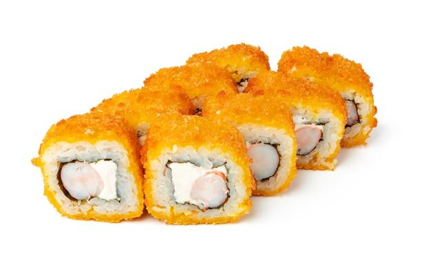 Gekookt sushibroodje dat op wit wordt geïsoleerd