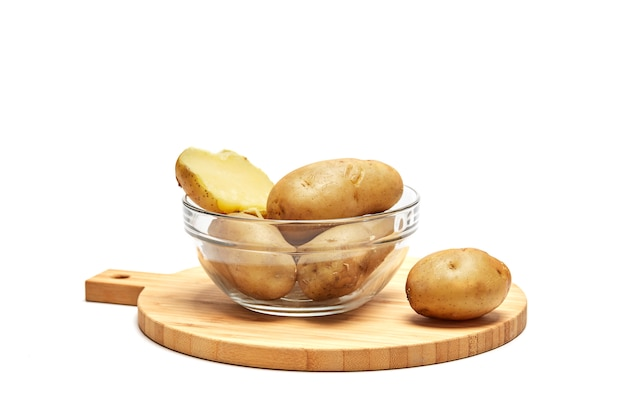 Gekookte aardappelen in een glazen kom