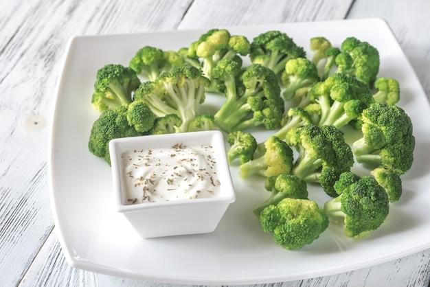 Gekookte broccoli met griekse yoghurt