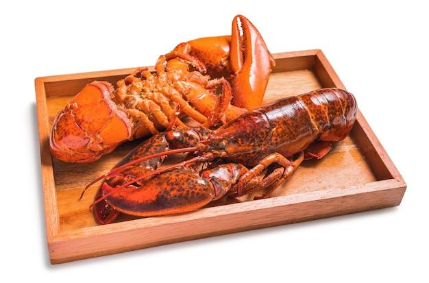 Gekookte en gekookte rode kreeft geïsoleerd op een witte achtergrond.
