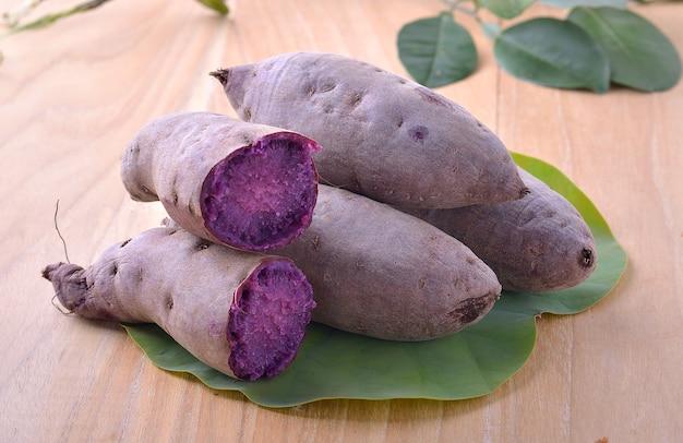 Gekookte paarse zoete yam