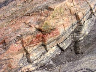 Gelaagde rots, afgrond