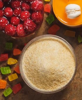 Gelatine en gekonfijt fruit. bovenaanzicht