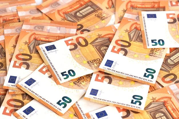 Geld achtergrond. euro contant bankbiljetten frame samenstelling 50 biljetten.