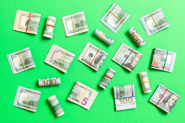 Geld amerikaanse honderd-dollarbiljetten op bovenaanzicht met kopie ruimte voor uw tekst in bedrijfsconcept