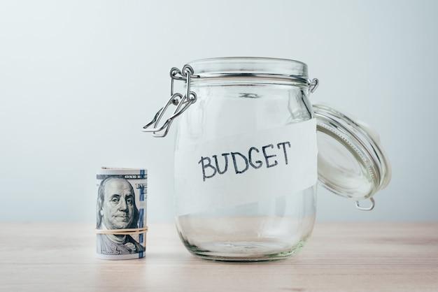 Geld besparen en financieren concept