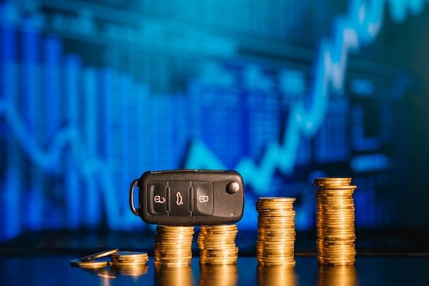 Geld besparen voor auto. verzekering, lening, financiën en het kopen van autoconcept.