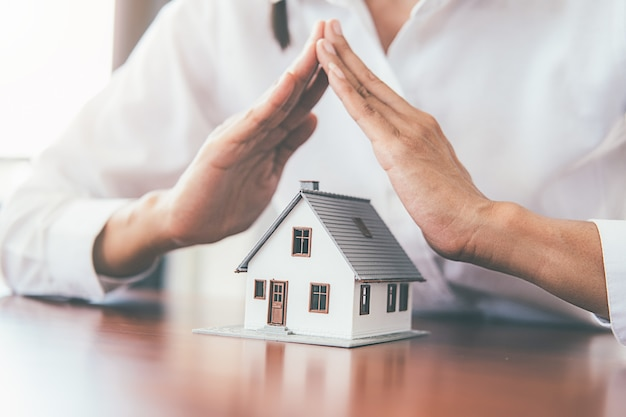 Geld besparen voor huis en onroerend goed.