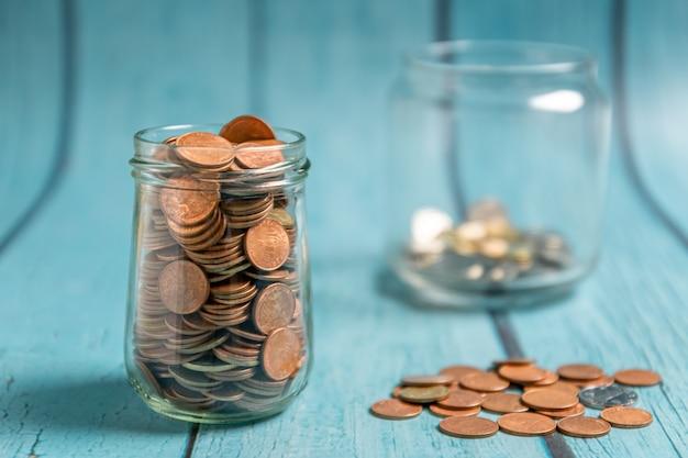 Geld besparen voor pensioen en account banking concept
