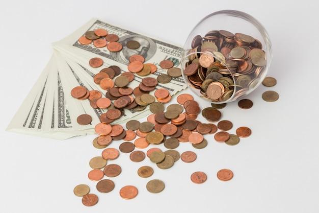 Geld concept opslaan, zakelijke groei omhoog