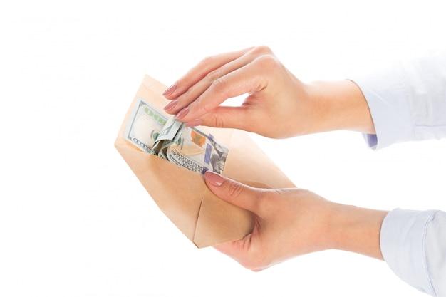 Geld in een envelop, corruptie.