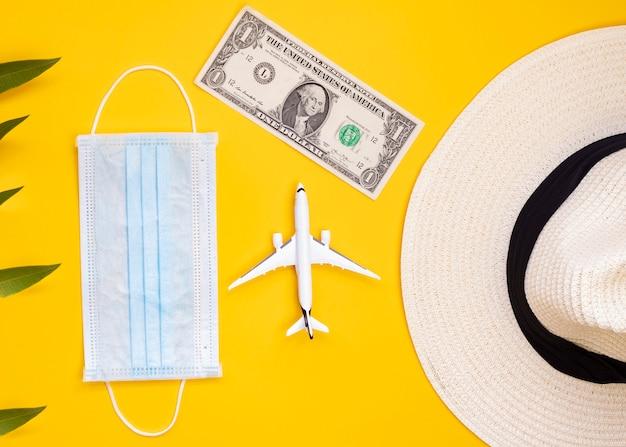 Geld, masker, vergrootglas, vliegtuigen, problemen reizen door covid-19